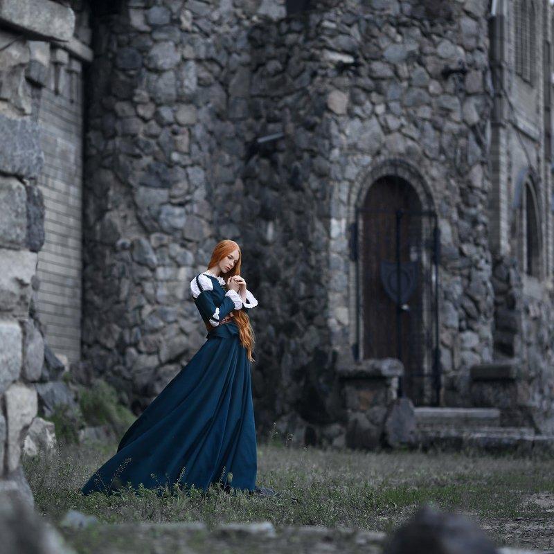 замок, старинный замок, девушка в замке, храброе сердце, рыжая, рыжая девушка, историческое платье, каменный замок, серый, веснушки, девушка с веснушками photo preview