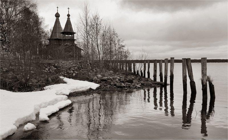 весна, снег, озеро, деревянный храм, церковь, сепия, Хмурый день.photo preview