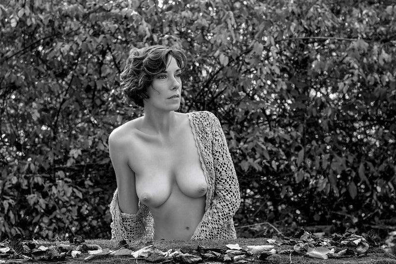 model, nude, naked, fine art, sexy, sensual, black and white, woman, female, body, erotica, glamour, curves, autumn, portrait, fashion, fashion nude, Erikaphoto preview