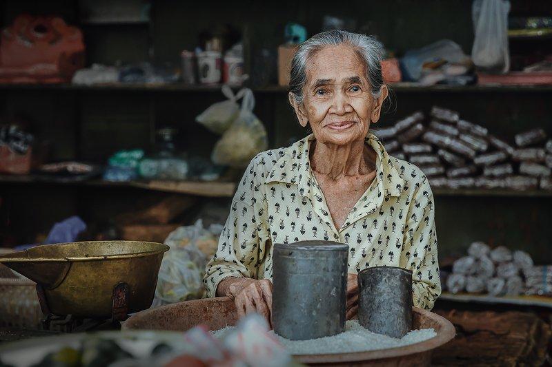 бали, портрет, путешествие, свет, стрит, репортаж, взгляд, лето Местная жительница о.Балиphoto preview