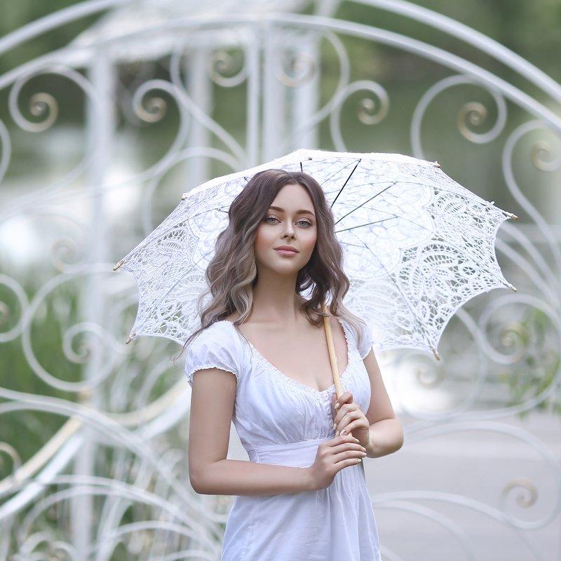 белый, ажурный зонт, кованная калитка, девушка с зонтом photo preview