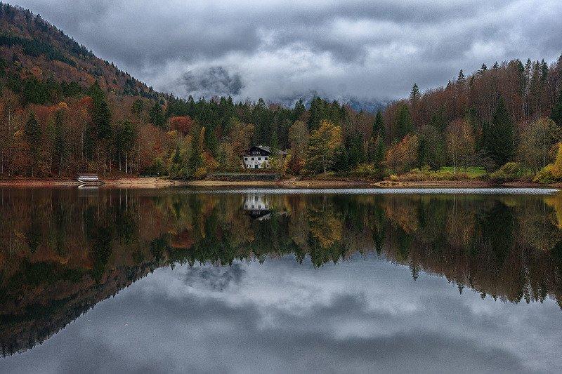 Домик у озераphoto preview