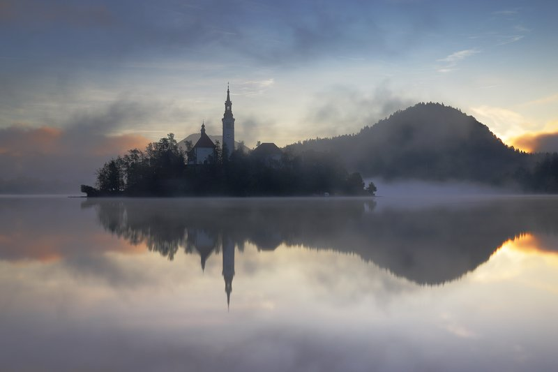 bled, slovenia, morning, awakening, sun, mood, fog, mist, church, island, lake, water, mirror, autumn, Morning in Bledphoto preview