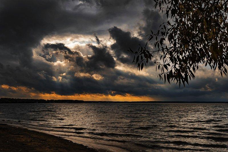 осень, берег, непогода Из серии \