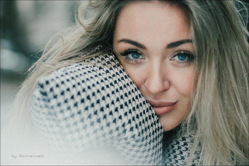 girl,woman,eyes,beauty,portrait,fashion,light,девушка,портрет,москва,свет, глаза Snezhanaphoto preview