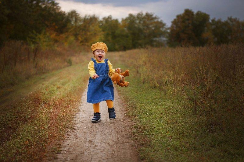 ребенок, счастье, ребенок бежит, бег, детское фото, осень Бегущее счастьеphoto preview