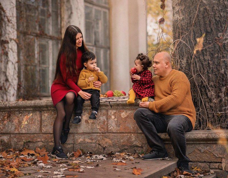 семейная фотосессия, семейный фотограф, осень, осенний пикник, семья, детки, малыши, уют Осенний пикникphoto preview