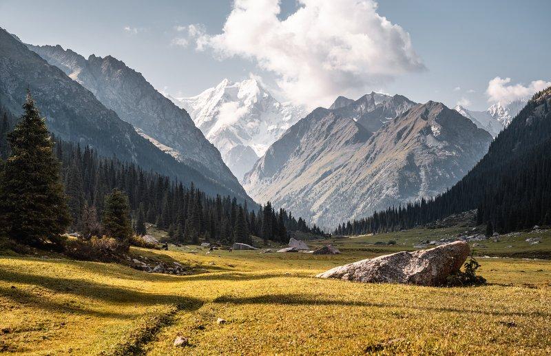 Терскей, Кригизия, Джеты-Огуз, горы В долине Джеты-Огузphoto preview