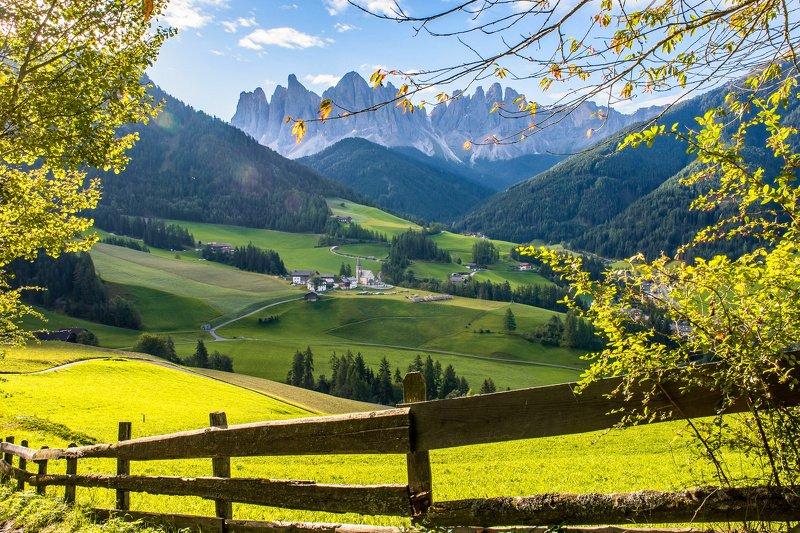 доломиты,santa maddalena, val di funes morning valley Val di Funesphoto preview