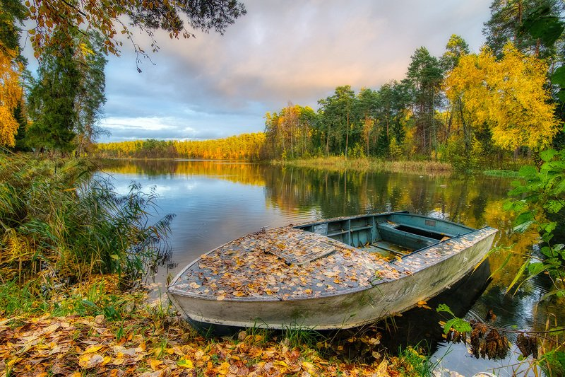 Лодка-осеньphoto preview