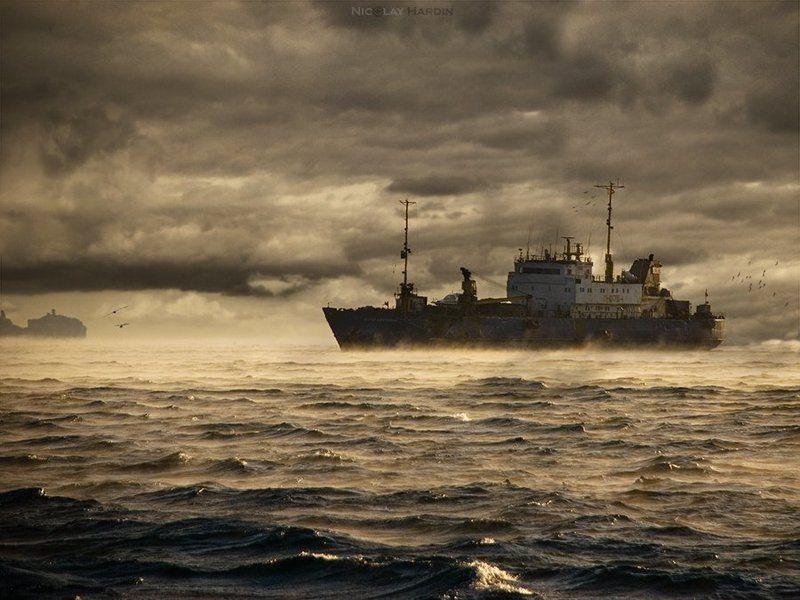 японское, , , море, , , корабль, , , шторм Phantom vesselphoto preview