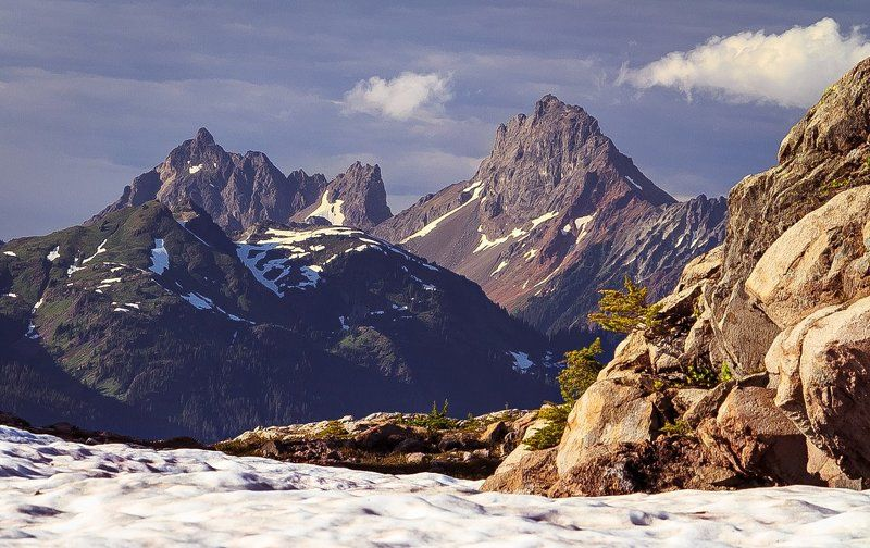Горы скалистые, две штукиphoto preview