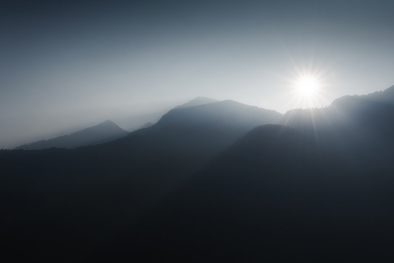 рассвет, дым, пожар, солнце, пейзаж, горы Недоброе утроphoto preview