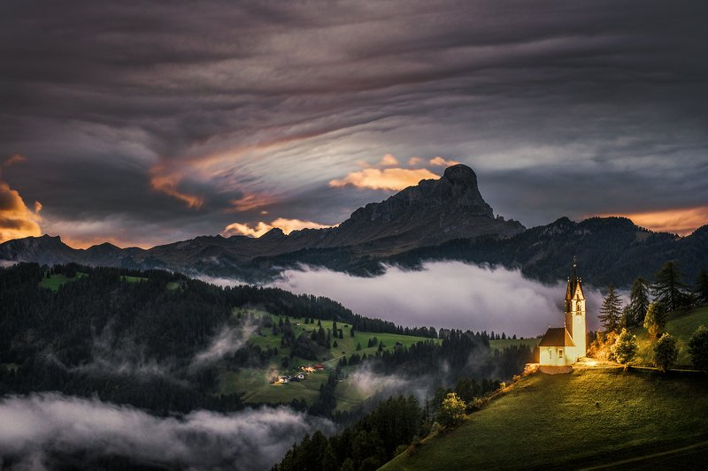 mountains, dolomites, italy, landscape, mountainscape, sunset, path, light, colors, autumn, warm, people, composition, horizon, night, nightscape, moody, Flamesphoto preview