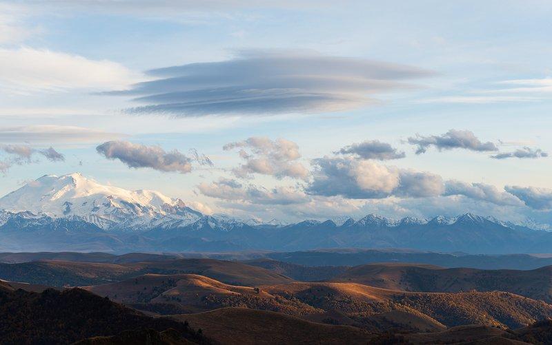 Лентикулярные облака над Эльбрусомphoto preview