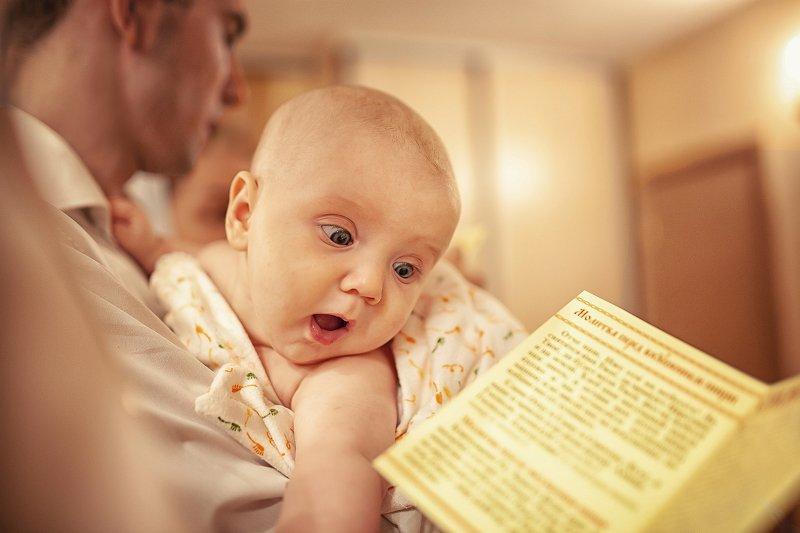 Любознательный малышphoto preview