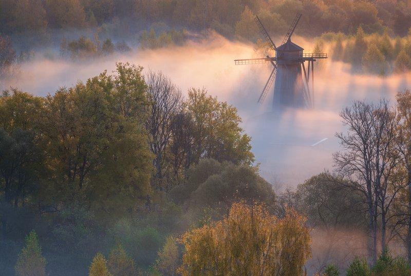 истра, утро, туман, мельница, осень, рассвет Пробиваясь в туманеphoto preview