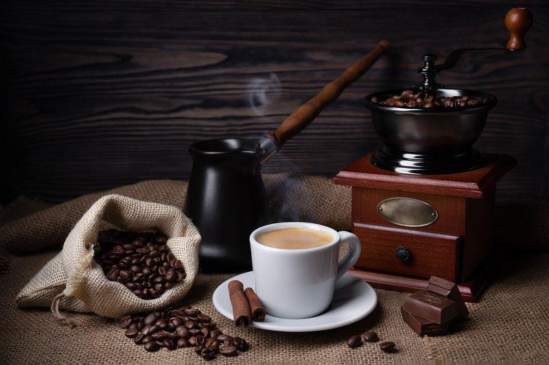кофе, напитки, натюрморт, кофейные зерна, чашка, пар, кофемолка Кофе и шоколадphoto preview