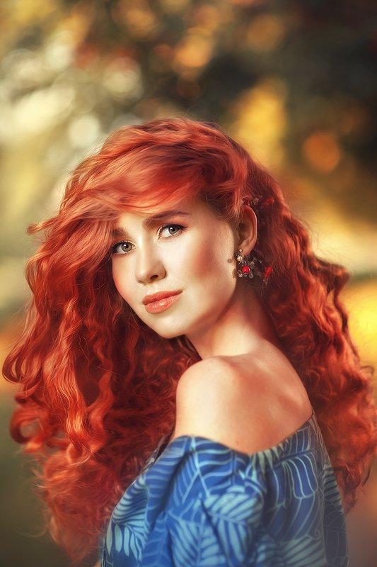 рыжа, рыжая девушка, красивая девушка, рыжие волосы, красные волосы, синее платье, осень, лес, рябины, осенний лес Дашаphoto preview