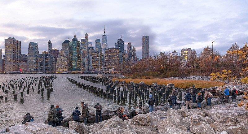 город,нью йорк, манхэттен,архитектура,ночь,отражения,река,ист-ривер,огни,downtown,небоскрёбы,люди,фотографы,камни,сваи,осень, Фотозаболевание...photo preview