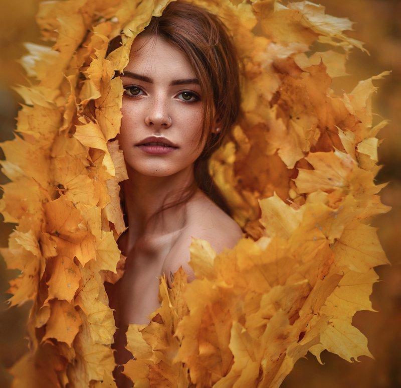 осень,листья,клён,девушка,портрет,девушка в листьях,желтые листья,ноябрь,веснушки,рыжая,портрет,одеяло,погружение,сексуальная Погружениеphoto preview