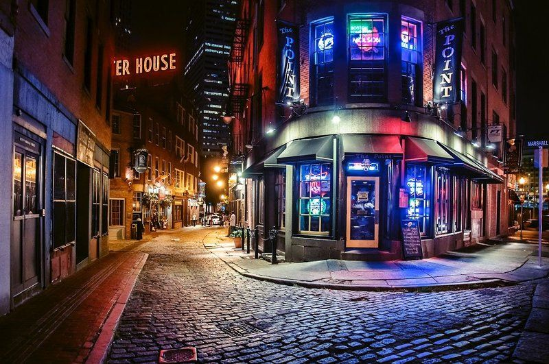город, бостон, ночь Red brick walkphoto preview