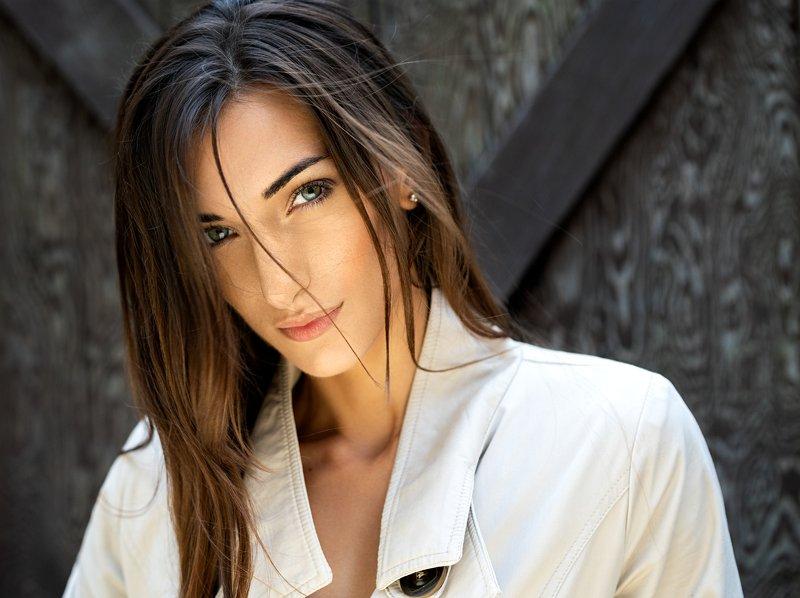 beauty, beauty photographer, model, headshot, closeup, makeup, long hair, eyes, facial, photographer, photography, outdoor, natural light Jennaphoto preview