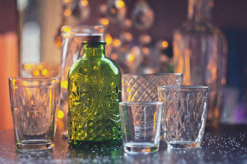 натюрморт, боке, прозрачный, закат, солнце, бутылка, стакан, стекло, красивый, прозрачный, блики, still life Зеленая бутылкаphoto preview