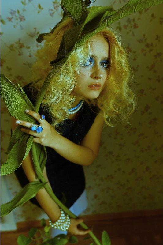Женский портрет, яркий макияж, Космос, космическая съемка, space, surrealism, сюрреализм, сюрреалистичная фотография, идеи для фотосессии, необычные фотографии, fashion editorial photo preview