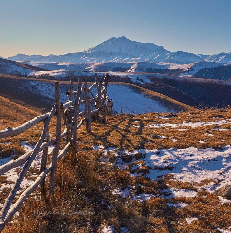 кавказ горы эльбрус снег зима В тёпло-холодных тонахphoto preview