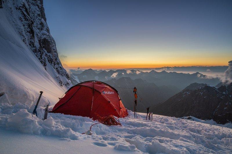 киргизия, терскей, горы, снег, перевал На склоне перевалаphoto preview