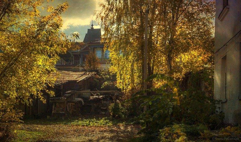 город,плёс,дома,улица,двор Осень в Плёсеphoto preview