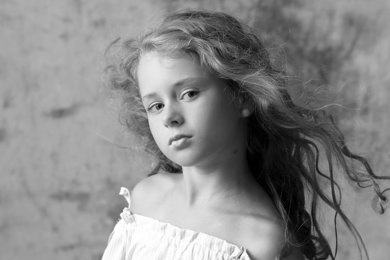 portrait b&w girl child Margaretphoto preview