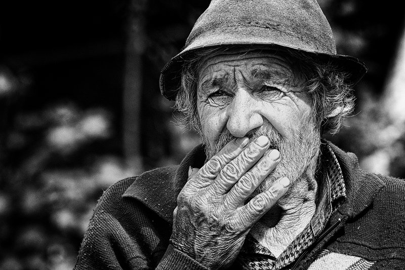 man, elderly, old, documentary, black and white, reportage Valeriuphoto preview
