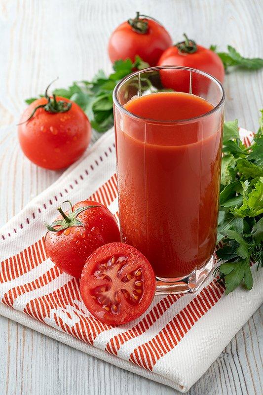 фудфото, напитки, предметное фото, высокий ключ, красный Tomato juicephoto preview