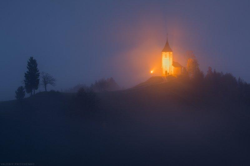 Slovenia, nature, church, dawn, landscape, architecture, Словения, природа, архитектура, путешествия, рассвет, пейзаж Когда туман отступилphoto preview