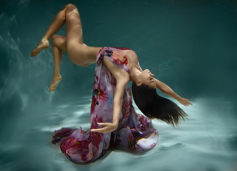 подводная съемка, красотка,под водой,гламур,красотка,erotic, nude ,melefara, photographer, photo, эротика , фотограф i\'m falling down, save mephoto preview