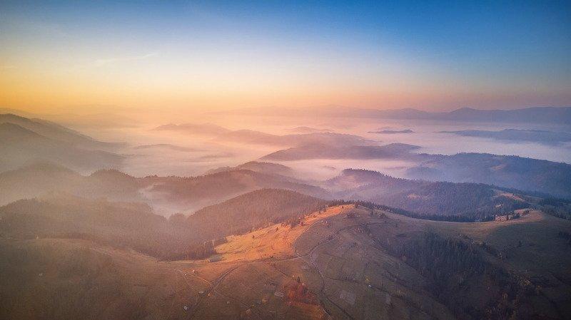 горы, дронофото, карпаты, октябрь, осень, пилипец, рассвет, туман, украина, утро Занимался рассветphoto preview
