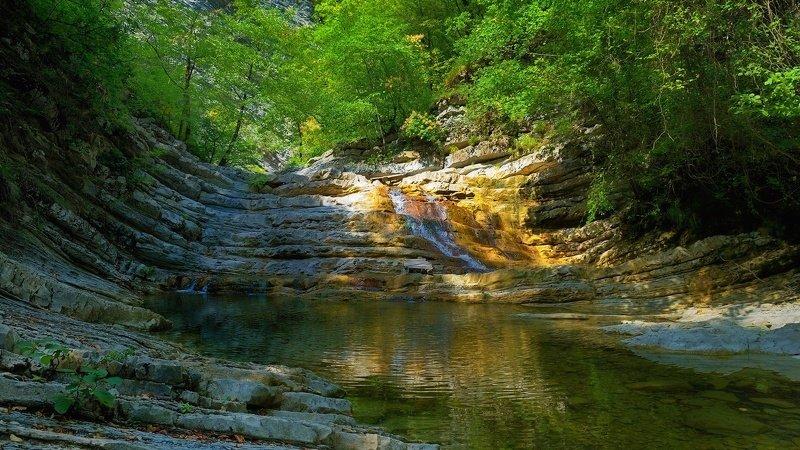 горы лес река водопад скалы лето природа пейзаж ***photo preview
