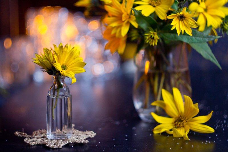 цветок, боке, бутылка, натюрморт, топинамбур, фон, стекло, still life Желтыйphoto preview