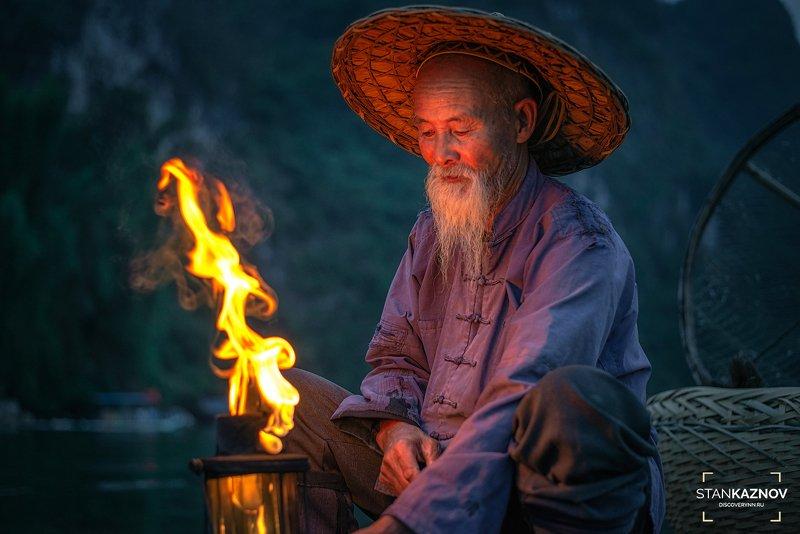 китай, china Старик и пламяphoto preview
