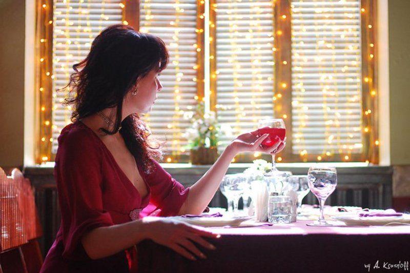девушка, ожидание, вино, бокал, одиночество а он не пришел...photo preview