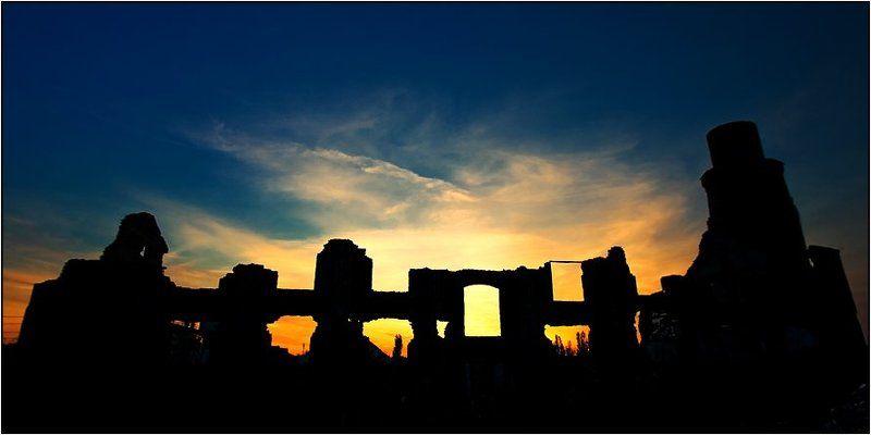 закат, руины Просвет в закатphoto preview
