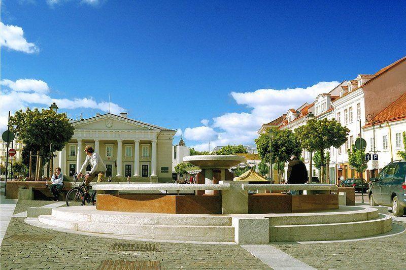 вильнюс, будни, ратуша, фонтан, утро будни маленькой столицыphoto preview