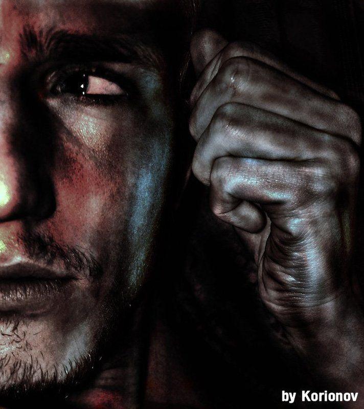 мужчина, кулак, лицо, глаз, метал Кулакphoto preview