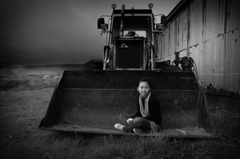 исландия, девушка, море, ковш, трактор, стена, берег, Wu Ya-Yingphoto preview