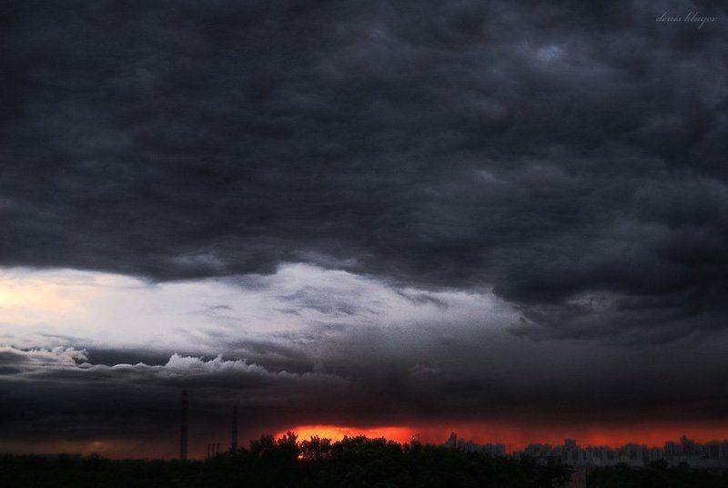москва, город, закат, тучи, клюев Зловещий закатphoto preview