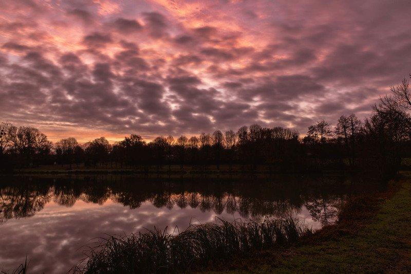 sunlight; watter; landscape; Cloudy sunlightphoto preview