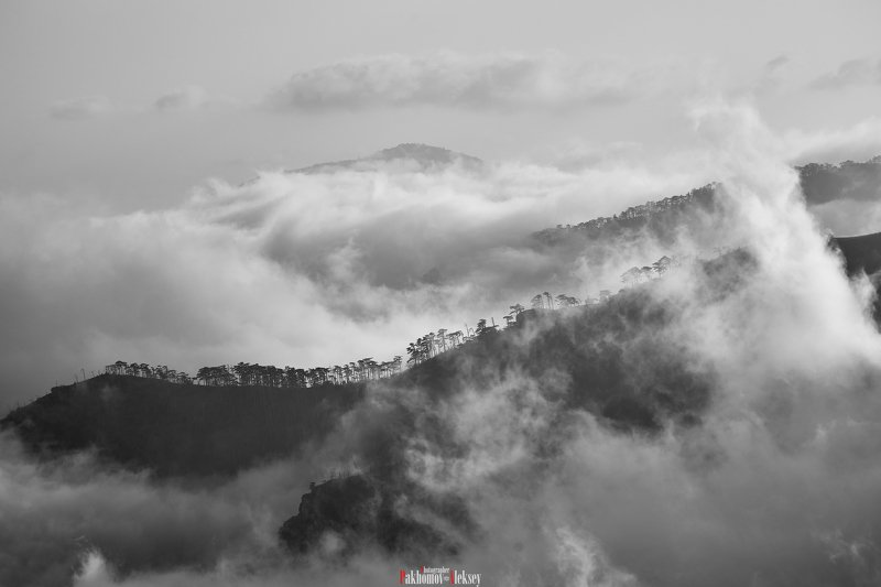 iograph, ridge, clouds, landscape, outdoor, nopeople, mountain, nature, monochrome, black&white, b&w, bw, black, white, crimea, russia, three, пейзаж, горы, чб, природа, крым, россия, хребет, иограф Iograph ridge in the cloudsphoto preview