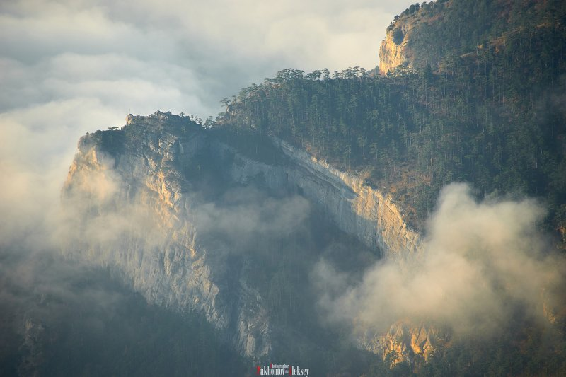 ridge, clouds, landscape, outdoor, nopeople, mountain, цвет, color, nature, crimea, russia, three, пейзаж, горы, природа, крым, россия Through the cloudsphoto preview